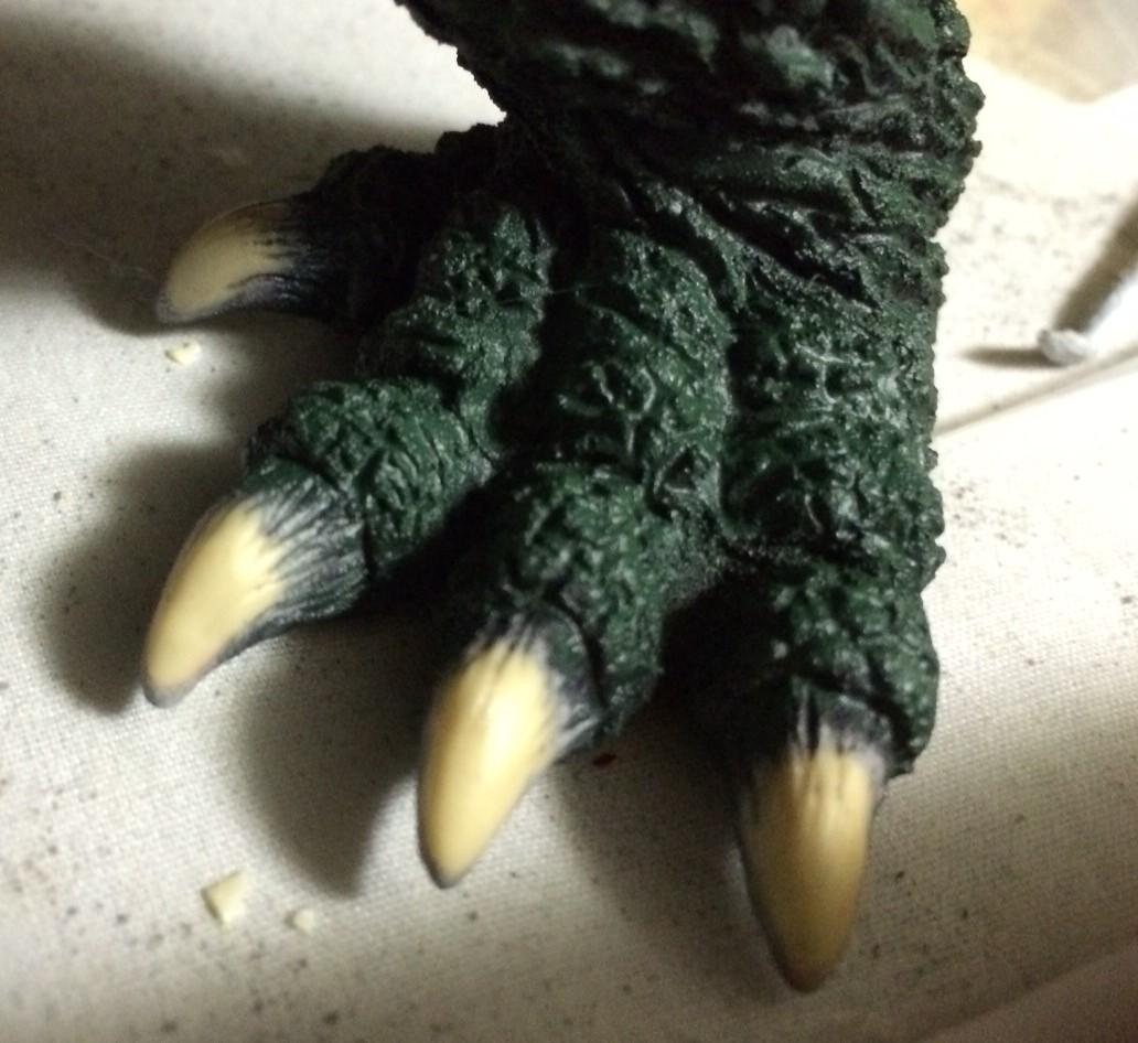 レジンの地色を活かした爪は憧れの塗装方法。