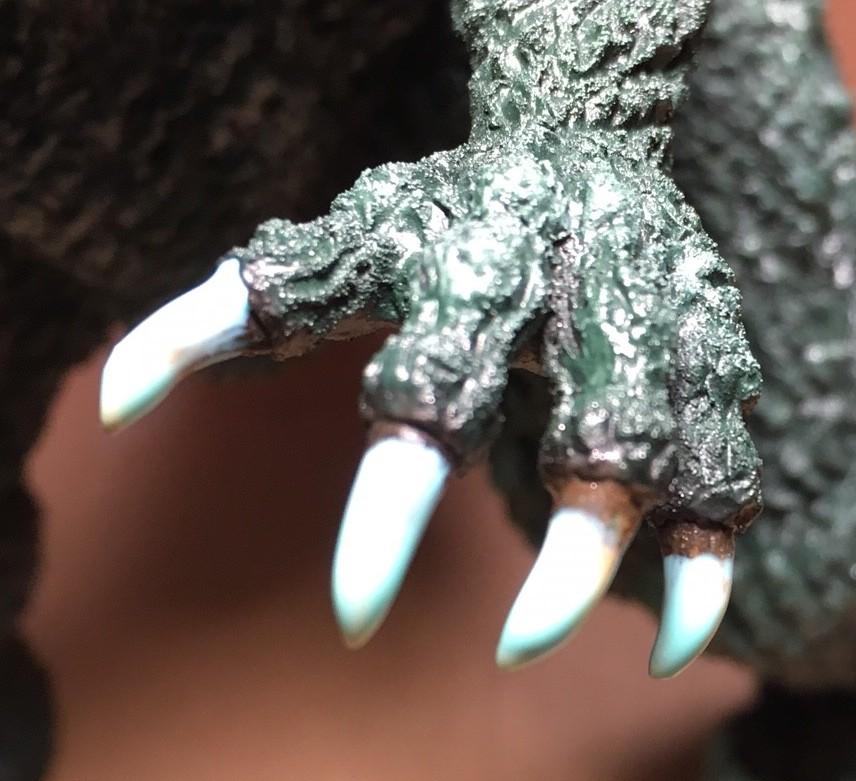 手の爪にマスキングゾルを塗った直後