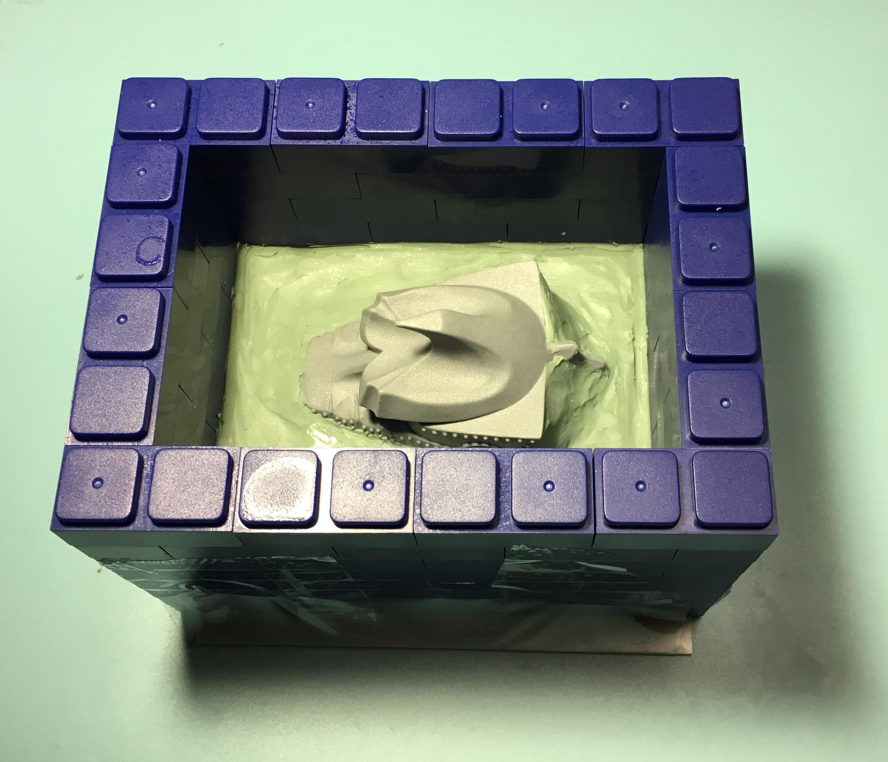 そこそこ粘土を滑らかにしたら枠を高くする