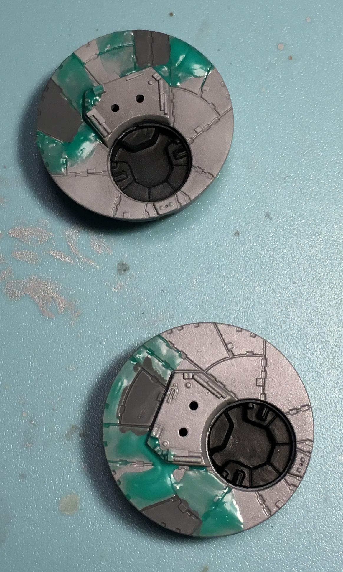 銃座のニュートラルグレーのマーキングを塗る