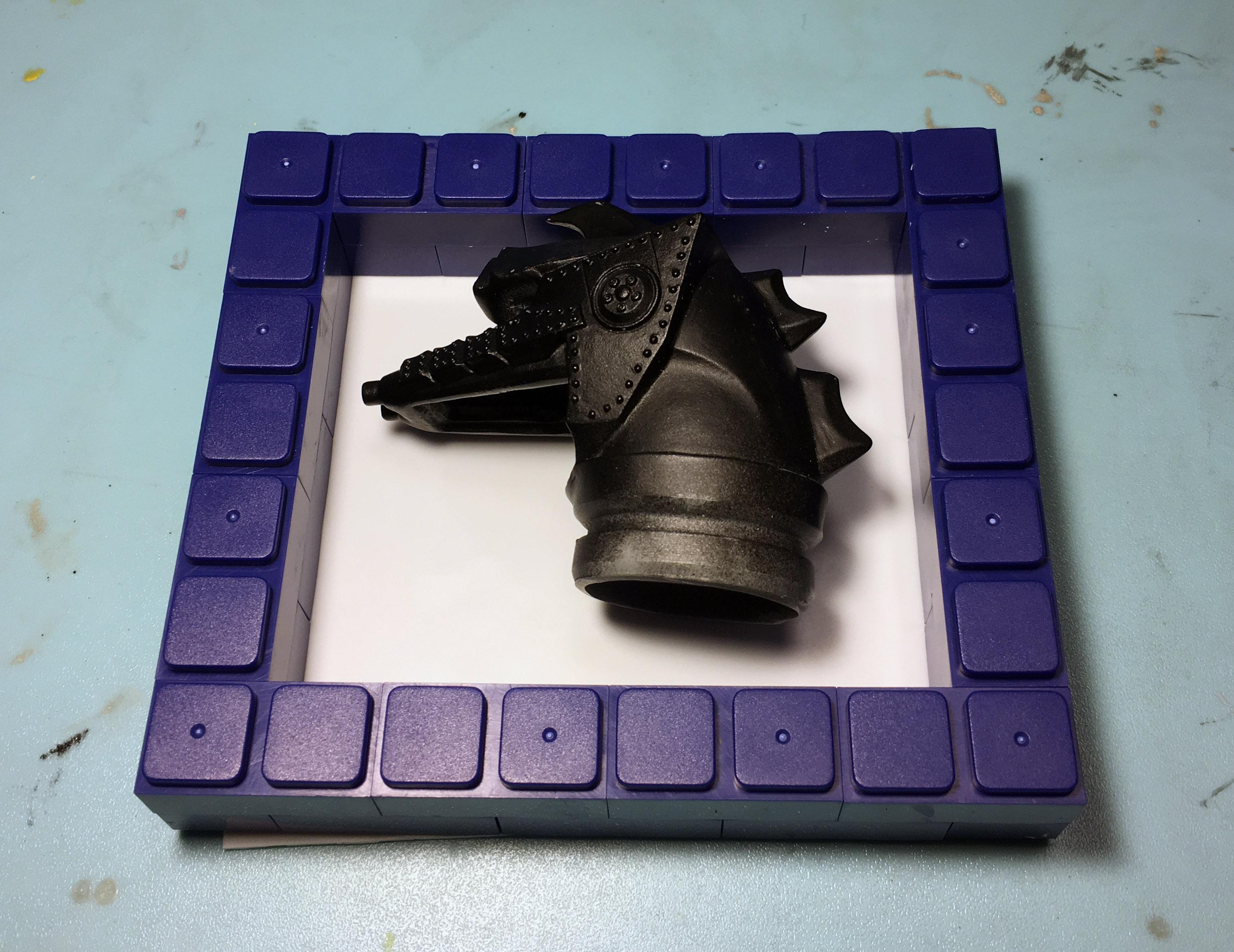 プラ版の上に型取りブロックを積む