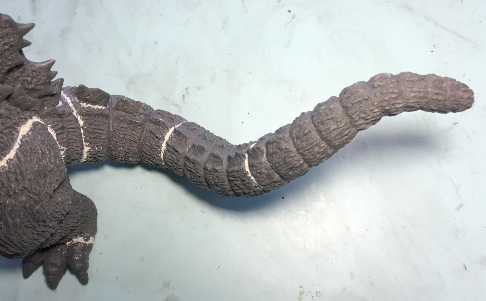 尻尾のパーツの継ぎ目は節部分に隠れる