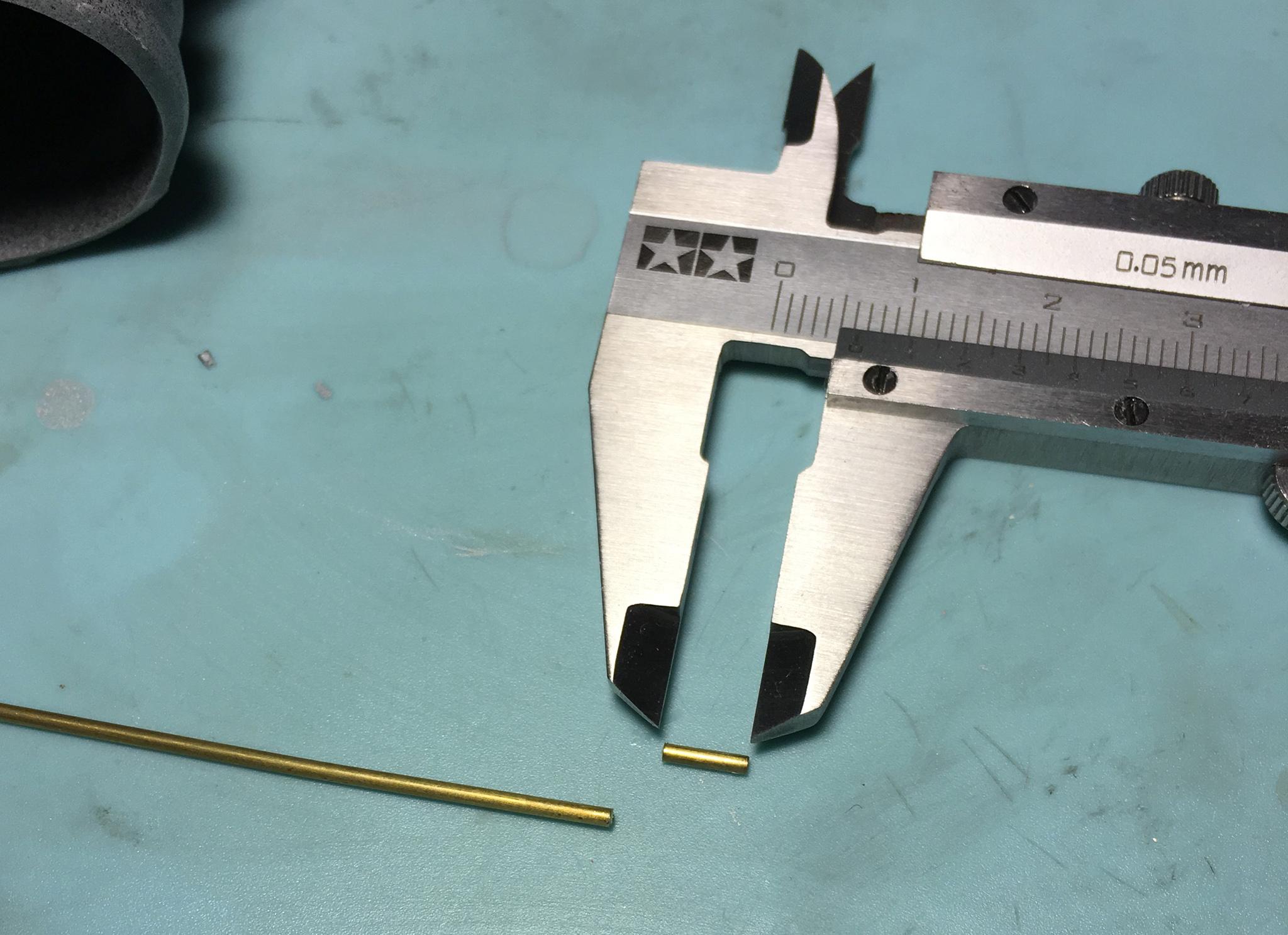 真鍮製のCパイプを切り出す