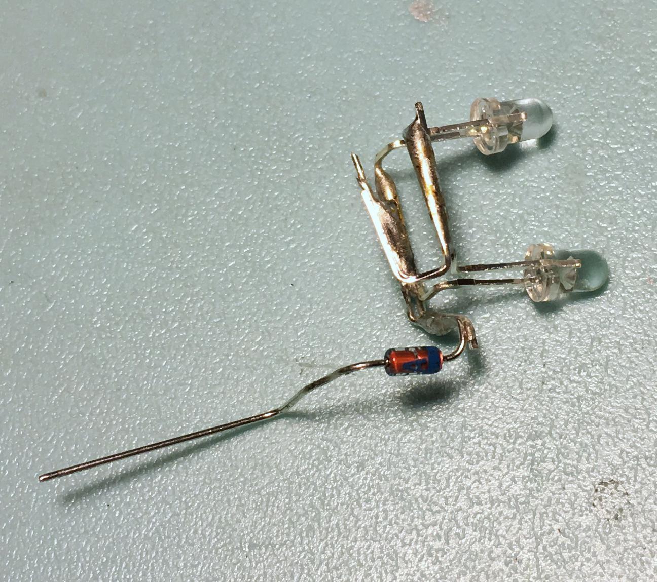 +側に定電流ダイオードをつなぐ