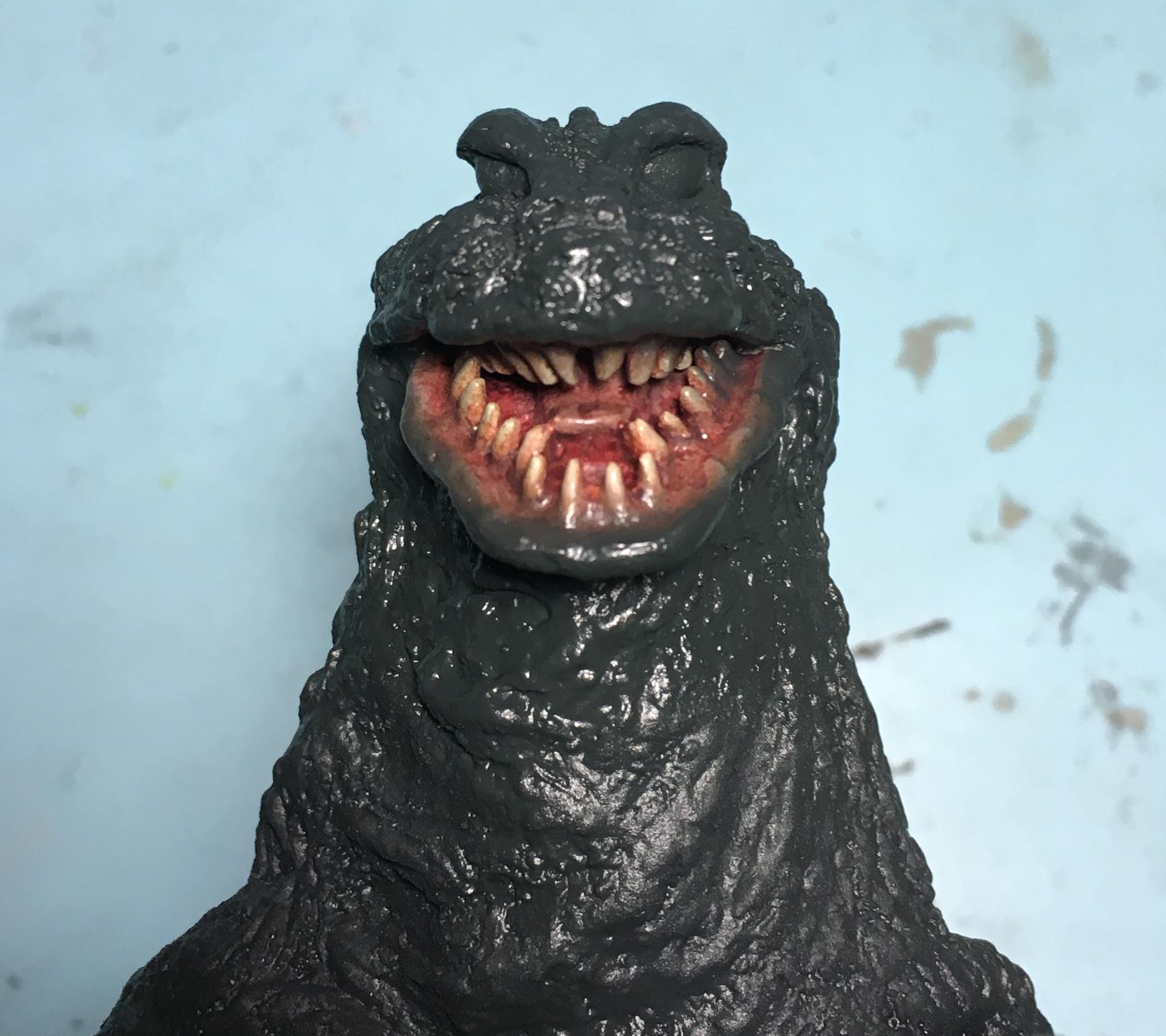 奥の牙にもちょっとブラックグリーンがかかってしまった